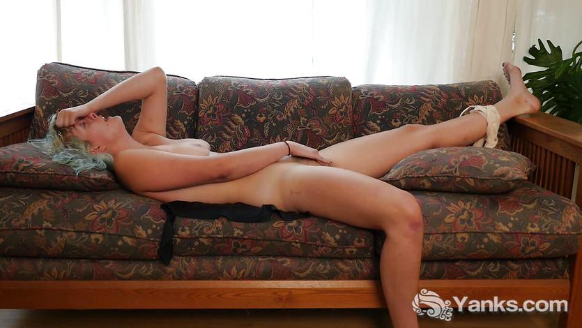 Seductive Zenia Masturbating